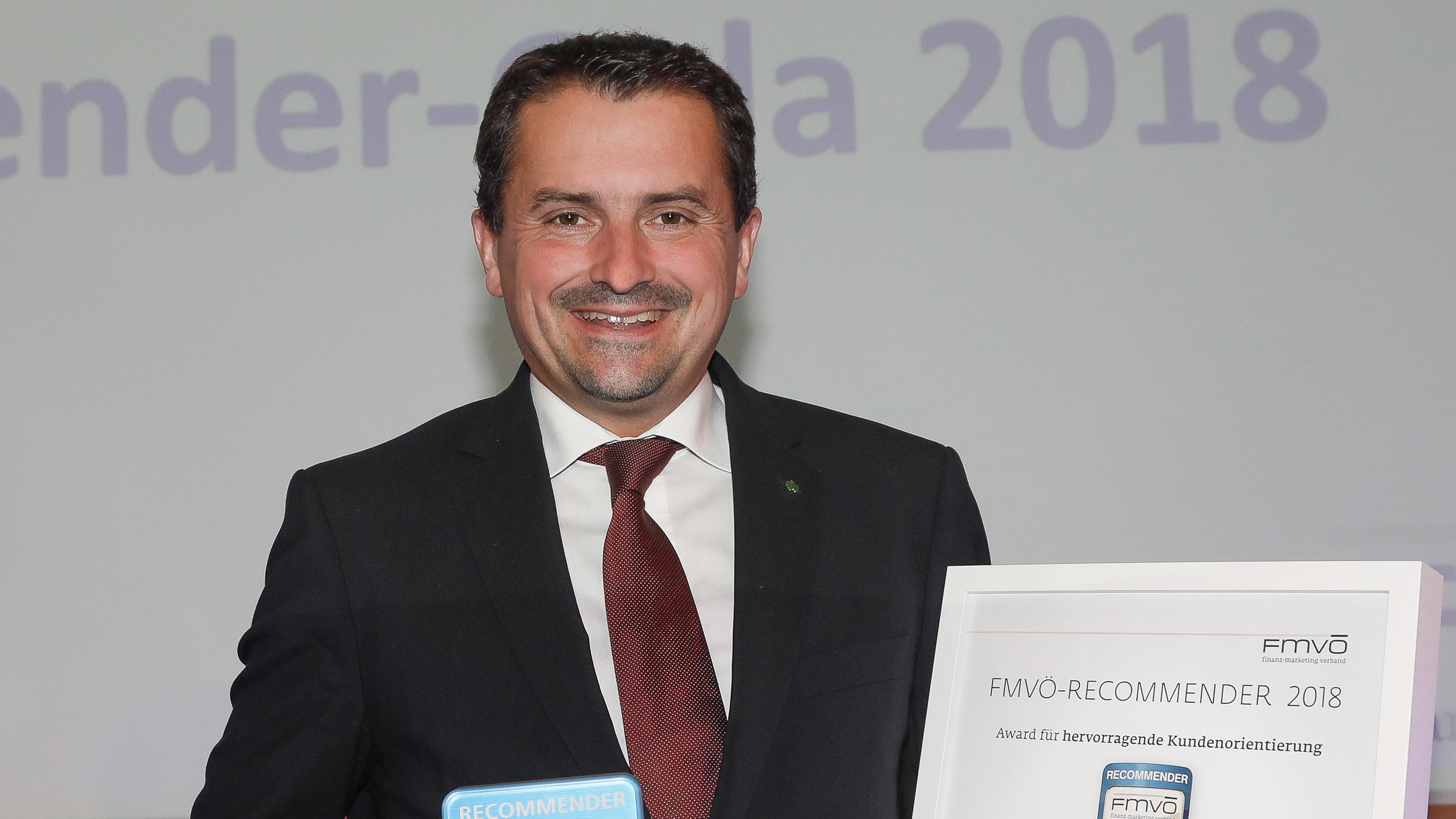 VD MMag. Georg Schneider nimmt den Recommender Award 2018 entgegen