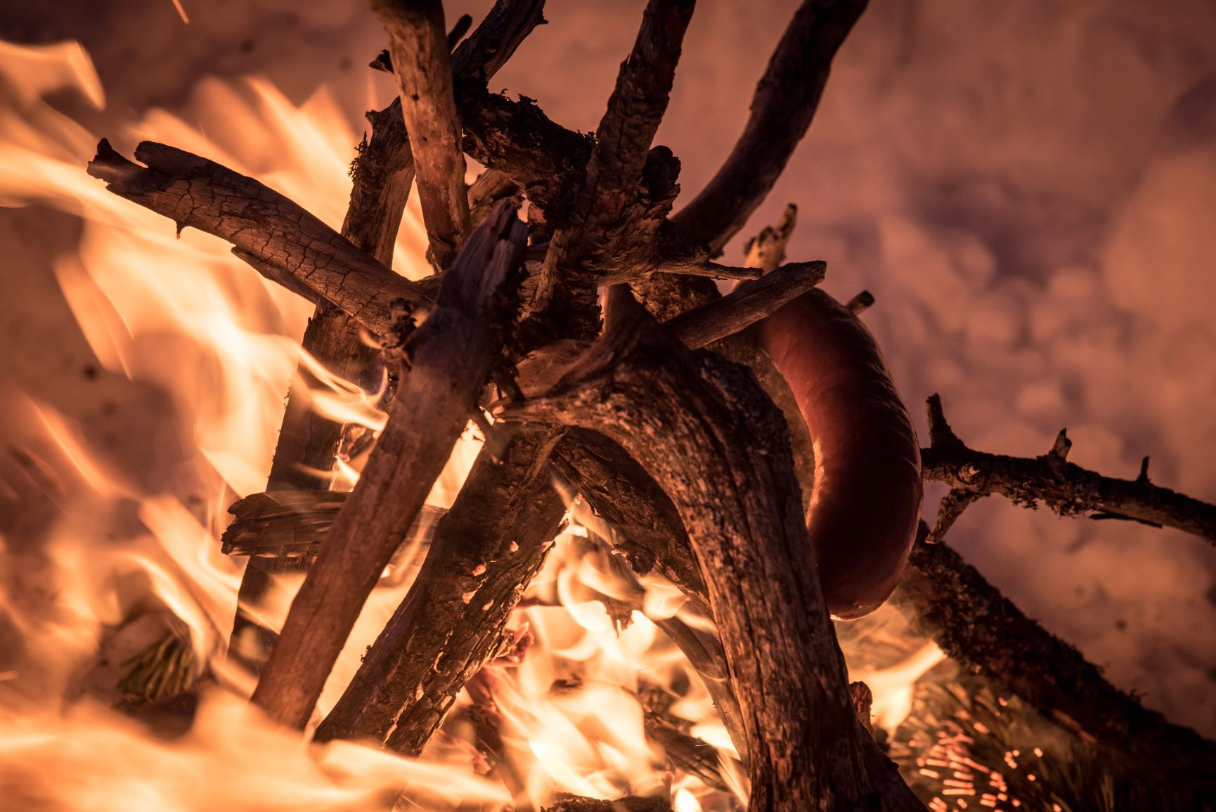Biwak Winter Würstchen grillen
