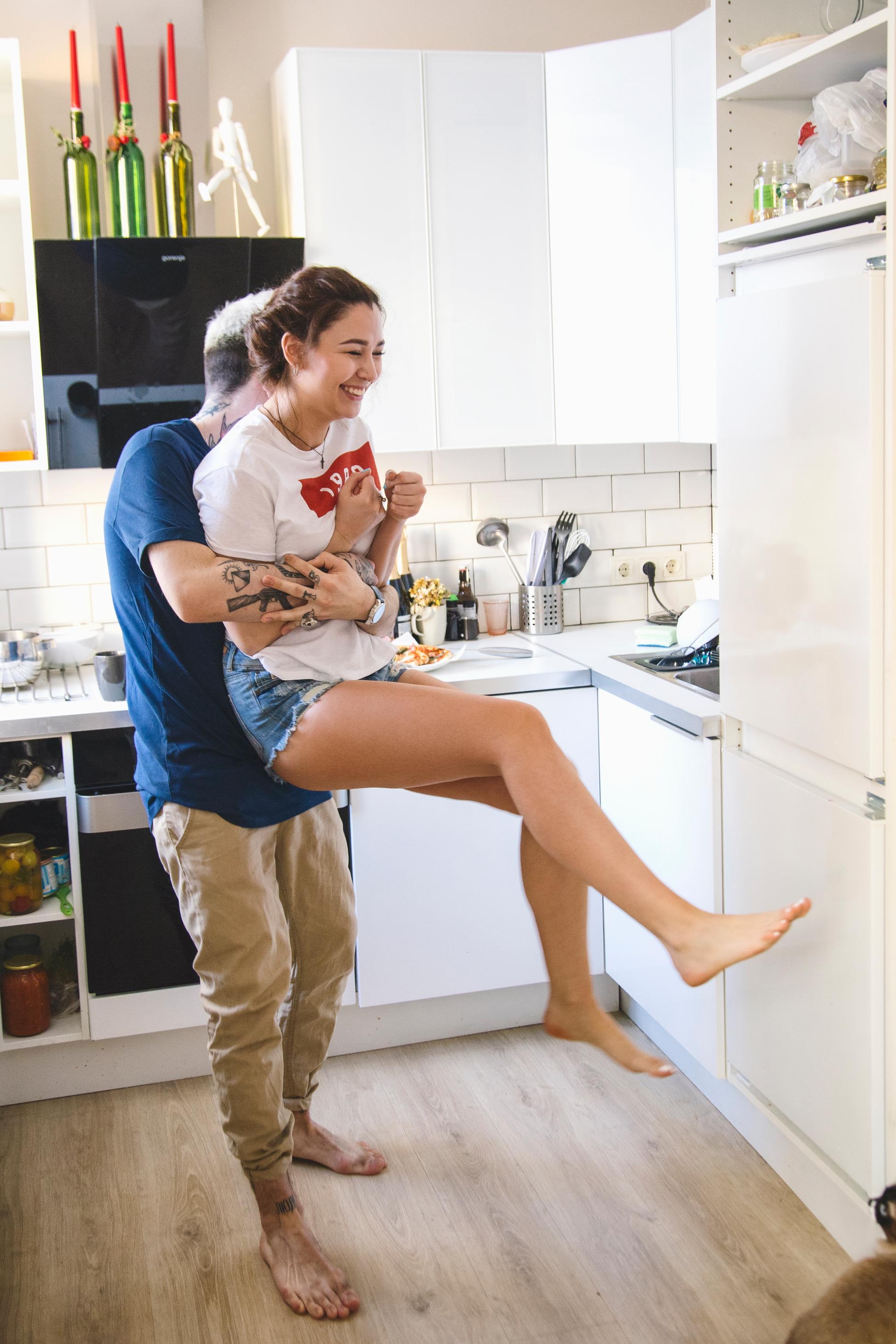 Junges Pärchen in der Küche