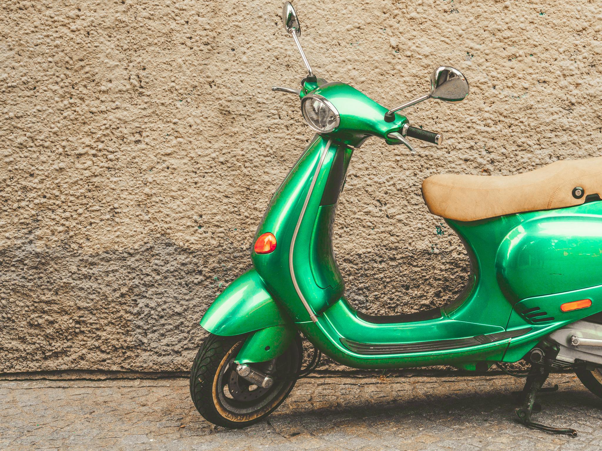 grünes Moped