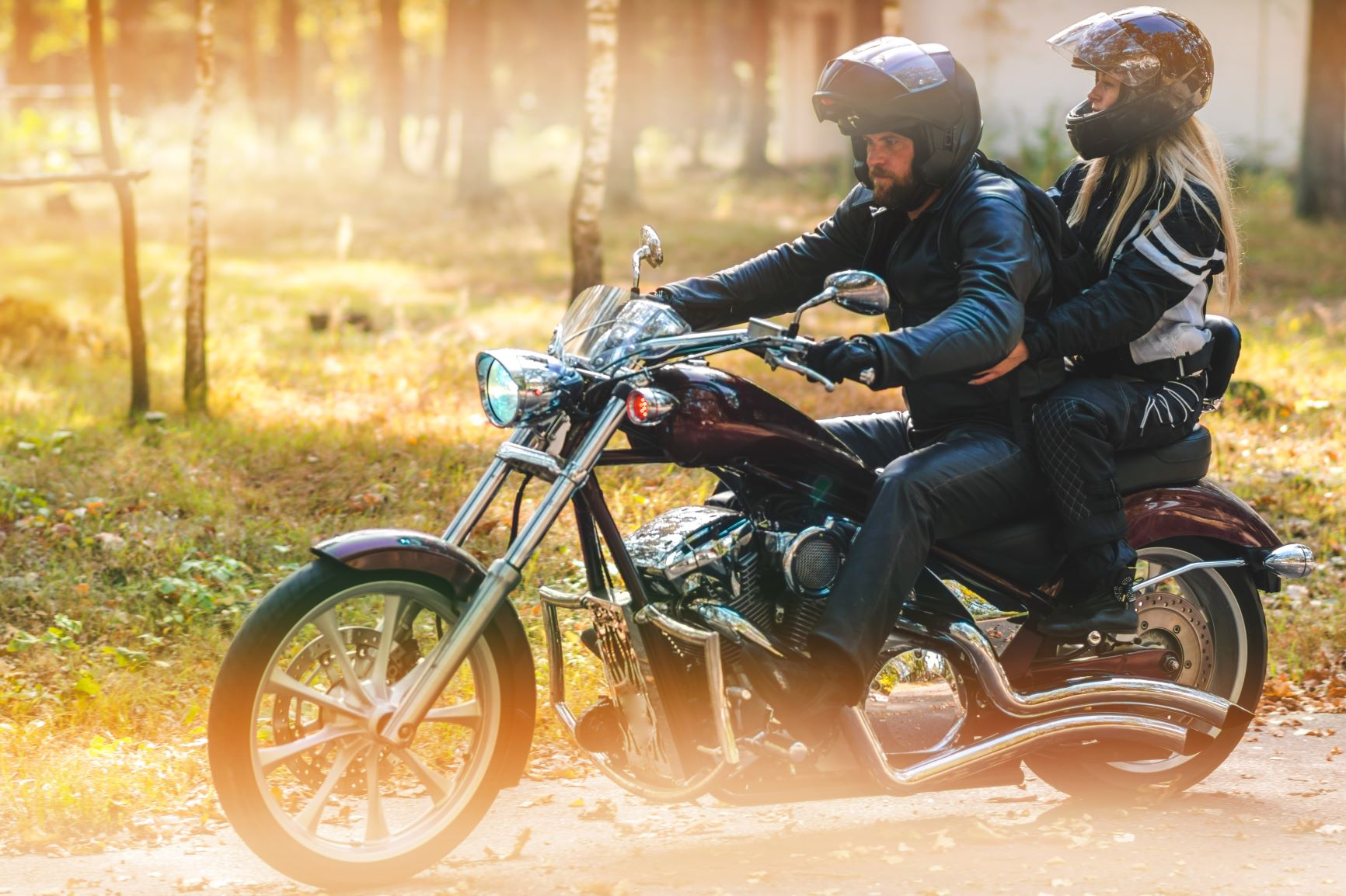 Pärchen am Motorrad