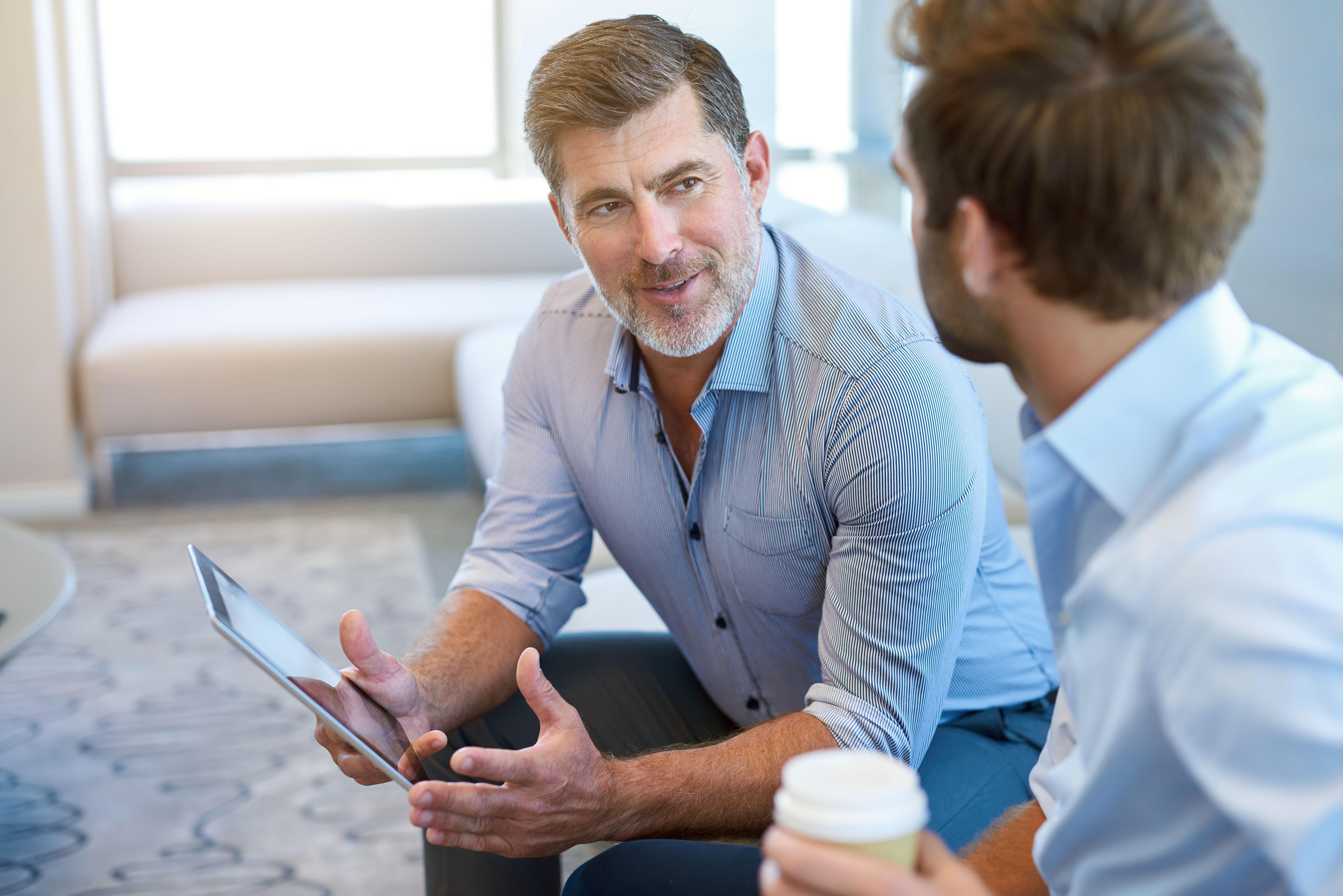 Gespräch unter Arbeitskollegen